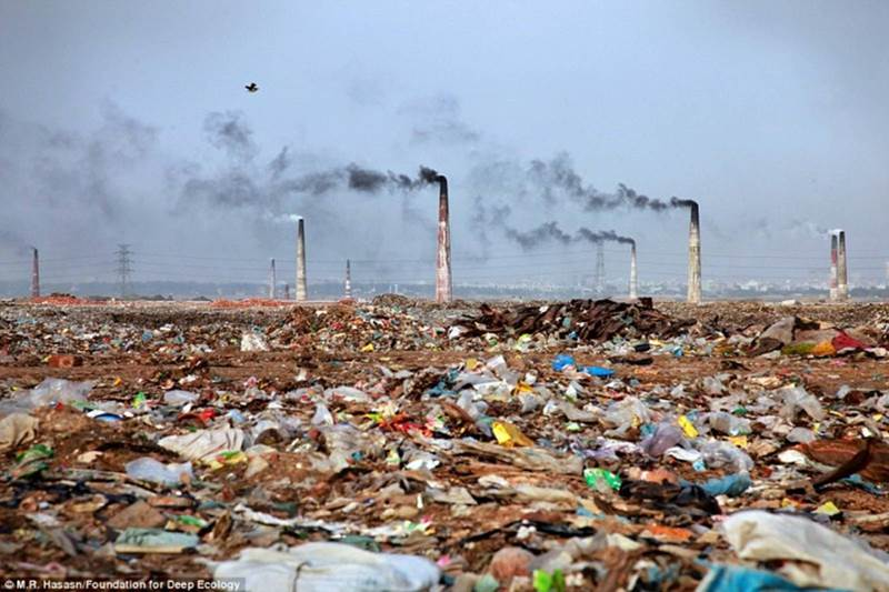 land pollution image
